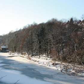 The River Wear frozen in Durham - paul-simpson.org