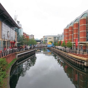 The River Kennet Flowing Through The Oracle Shopping Centre, Reading - Berkshire. - Jim Linwood