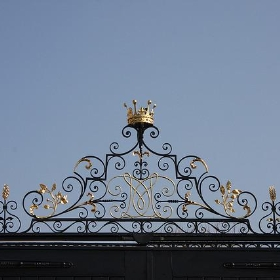 Knole gate ornament - exfordy