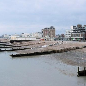 Worthing Sea Front - Looking West. - Jim Linwood